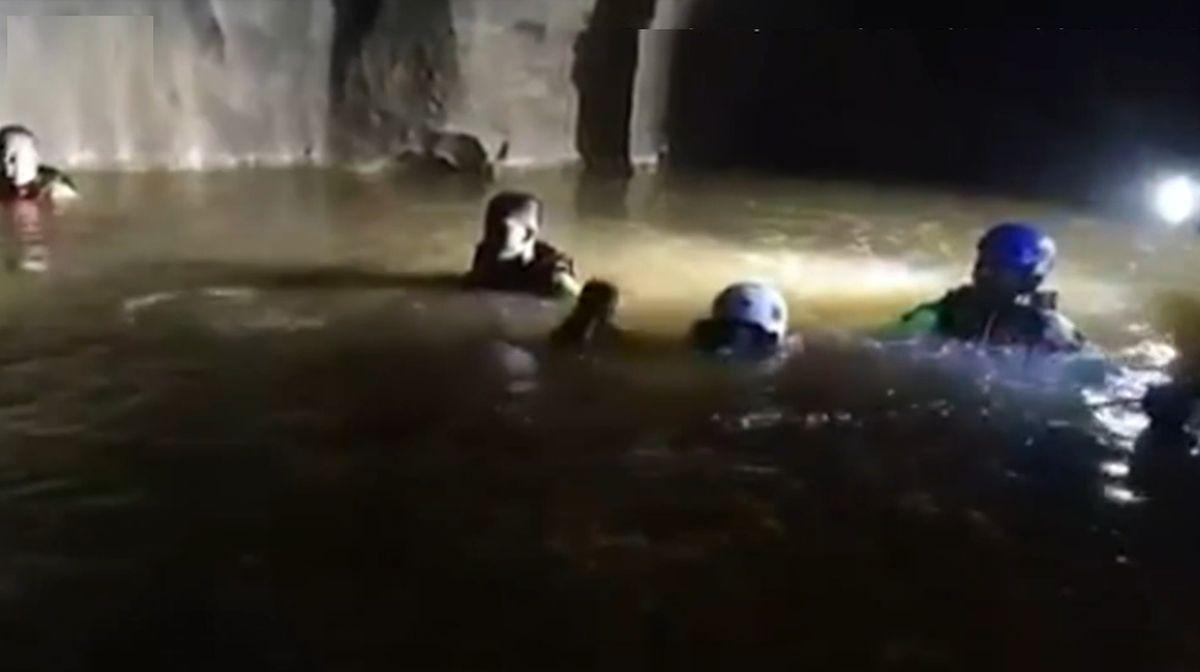 Călugăr budist găsit în viață într-o peșteră inundată, în Thailanda, unde rămăsese blocat de patru zile
