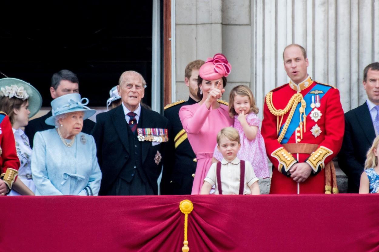 Familia regală a Marii Britanii, la balconul Palatului Buckingham