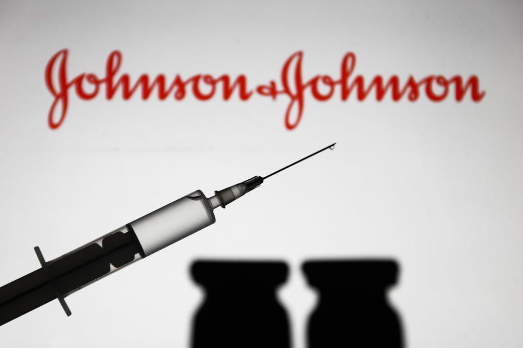 EMA examinează cazuri de formare a unor cheaguri de sânge după administrarea vaccinului anticovid Johnson & Johnson