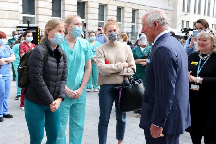 Prinţul Charles le-a adus personal mulţumiri cadrelor medicale care l-au îngrijit pe regretatul său tată, Ducele de Edinburgh