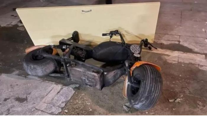 Motocicleta care a luat foc în lift, în China