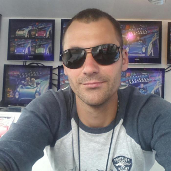 Mihai, un tânăr şofer de TIR din Brăila, a fost ucis cu sabia într-o parcare din Franța, sub privirile neputincioase ale soției