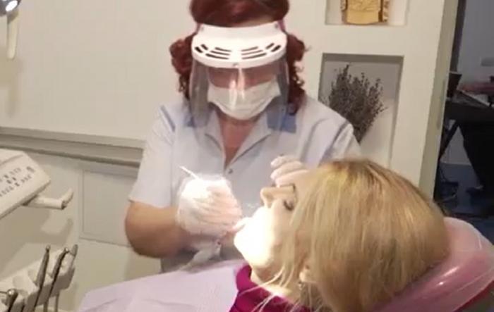 Totul despre implanturile dentare. Care sunt principalele avantaje şi riscuri