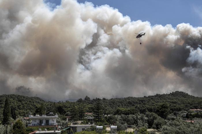 Incendiu puternic de vegetație în Golful Corint din Grecia