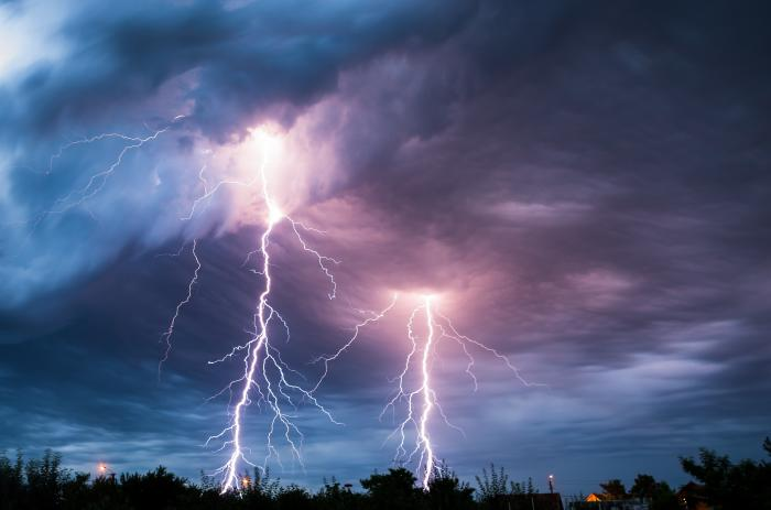 Cod Galben de ploi torențiale, vijelii și descărcări electrice, în jumătate de țară