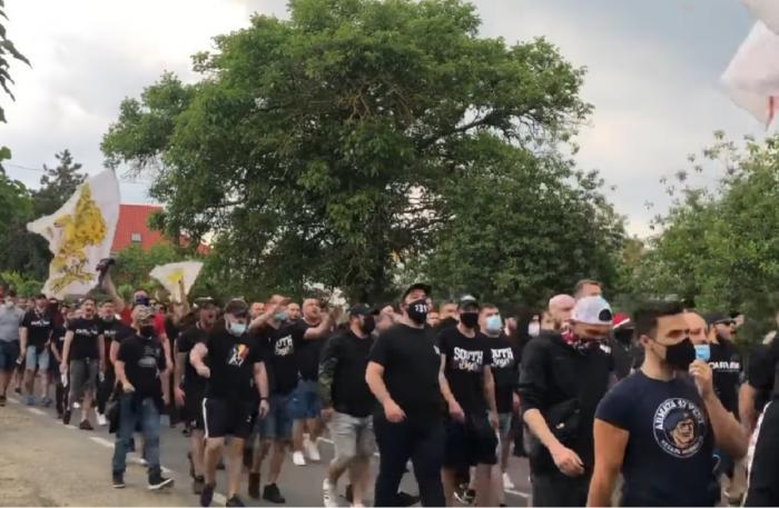 Steaua Bucureşti a promovat în Liga a doua la fotbal, în faţa a sute de susţinători
