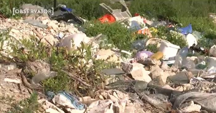 Munţi de gunoaie la Vidin, în Brăila. Un adevărat focar de infecţie a răsărit la câţiva paşi de blocurile din cartier