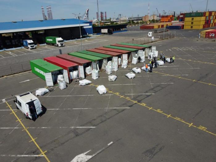 Peste două sute de tone de deșeuri din Germania au fost descoperite în Portul Agigea. Urmau să ajungă în Prahova