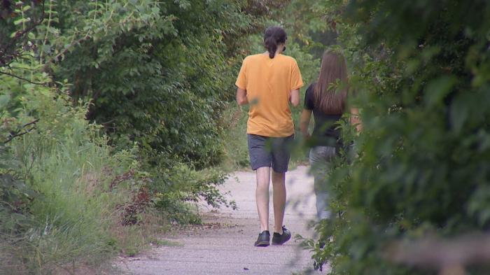 """""""Aleea violatorilor"""", zona din parcul IOR cu o faimă de speriat. Chiar echipa Observator a sunat la 112 pentru a denunţa un posibil atacator"""