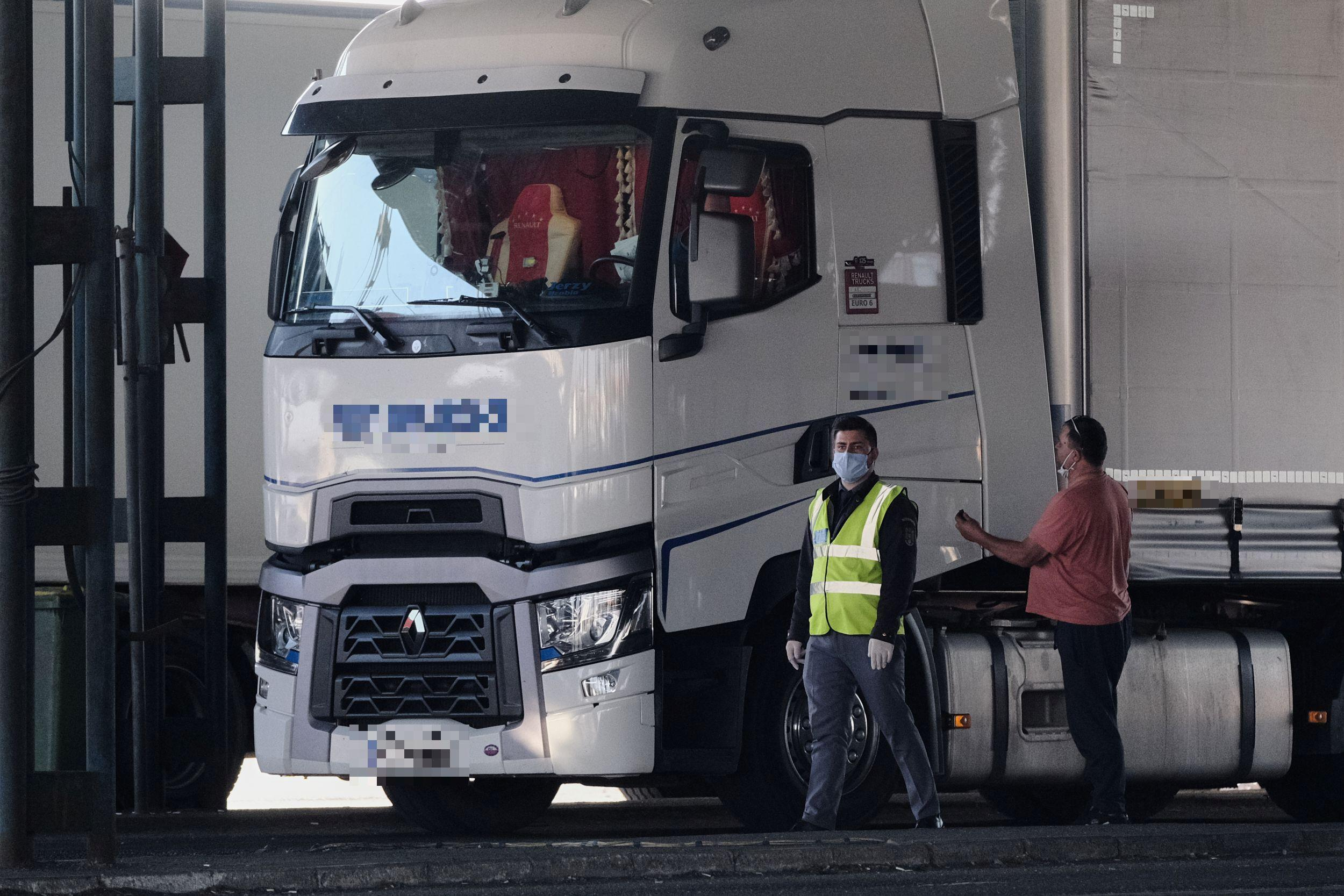 TIR din Polonia intră în țară prin Vama Borş