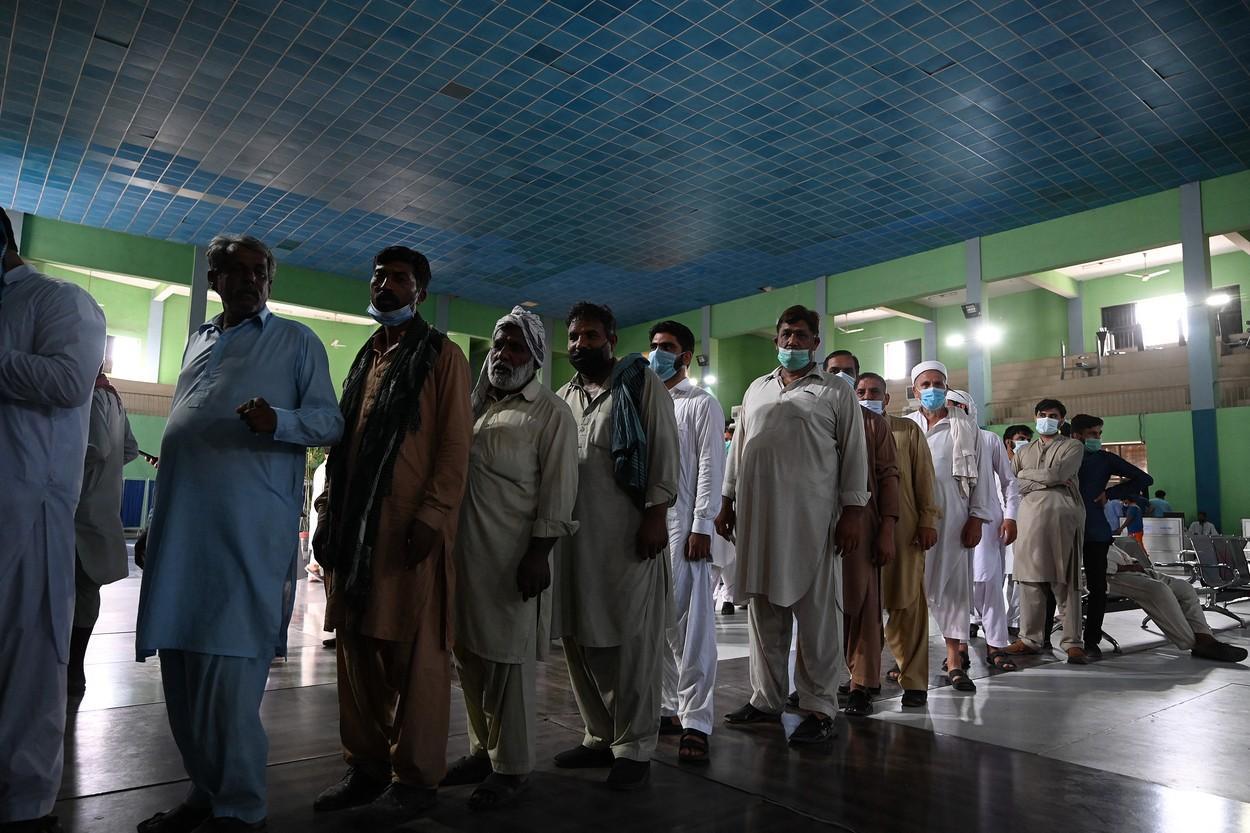 Guvernul dorește blocarea cartelelor SIM pentru locuitorii care refuză să se vaccineze, în regiunea Punjab din Pakistan