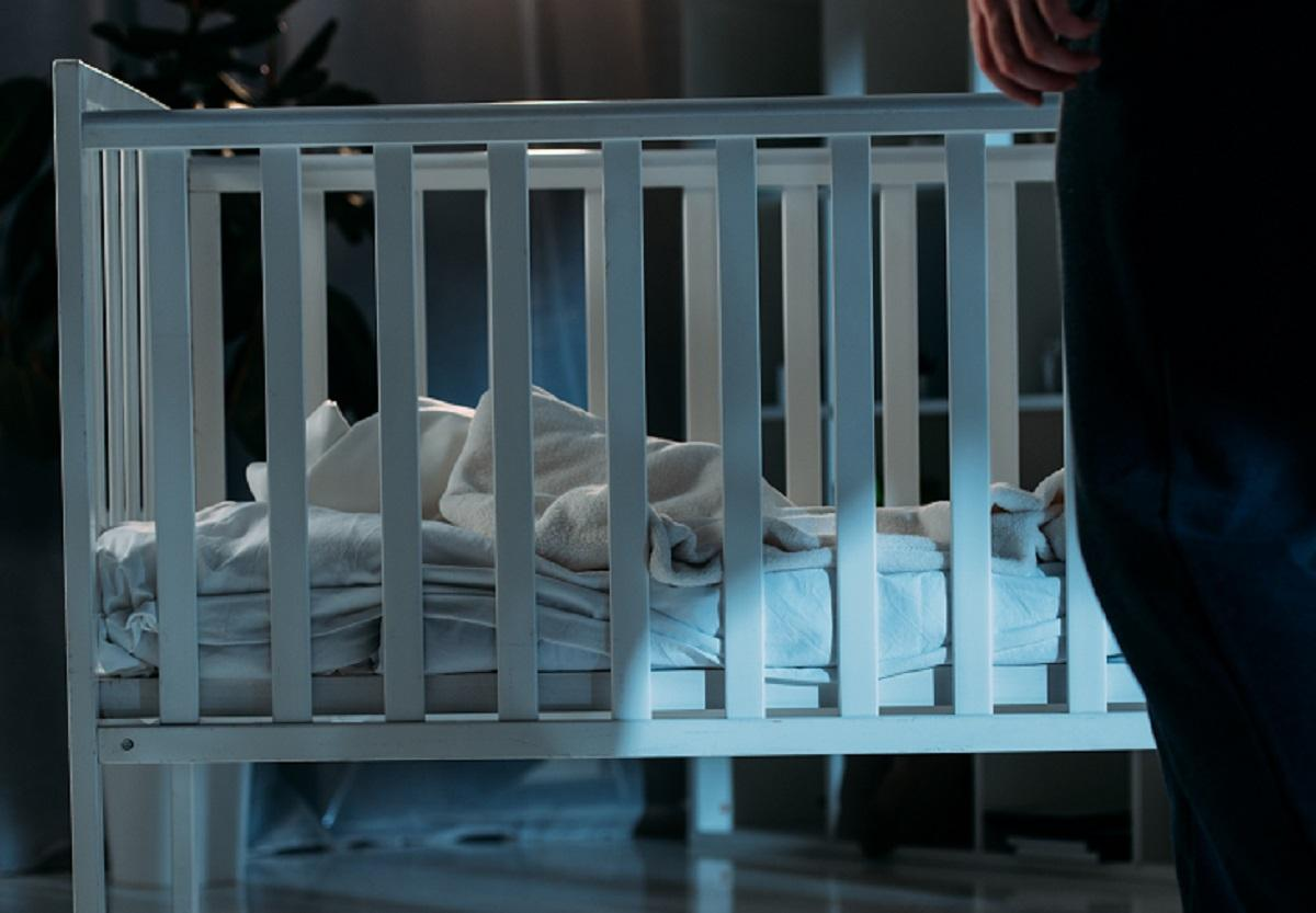 Mamă condamnată la închisoare după ce si-a lăsat bebeluşul să moară de foame în pătuț