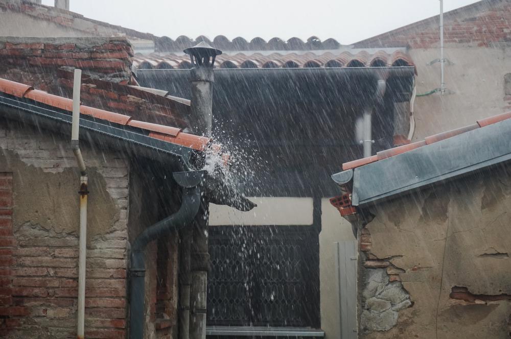 Vremea 14 iunie. Nu scăpăm de ploi şi frig. Maxime între 20-23 de grade