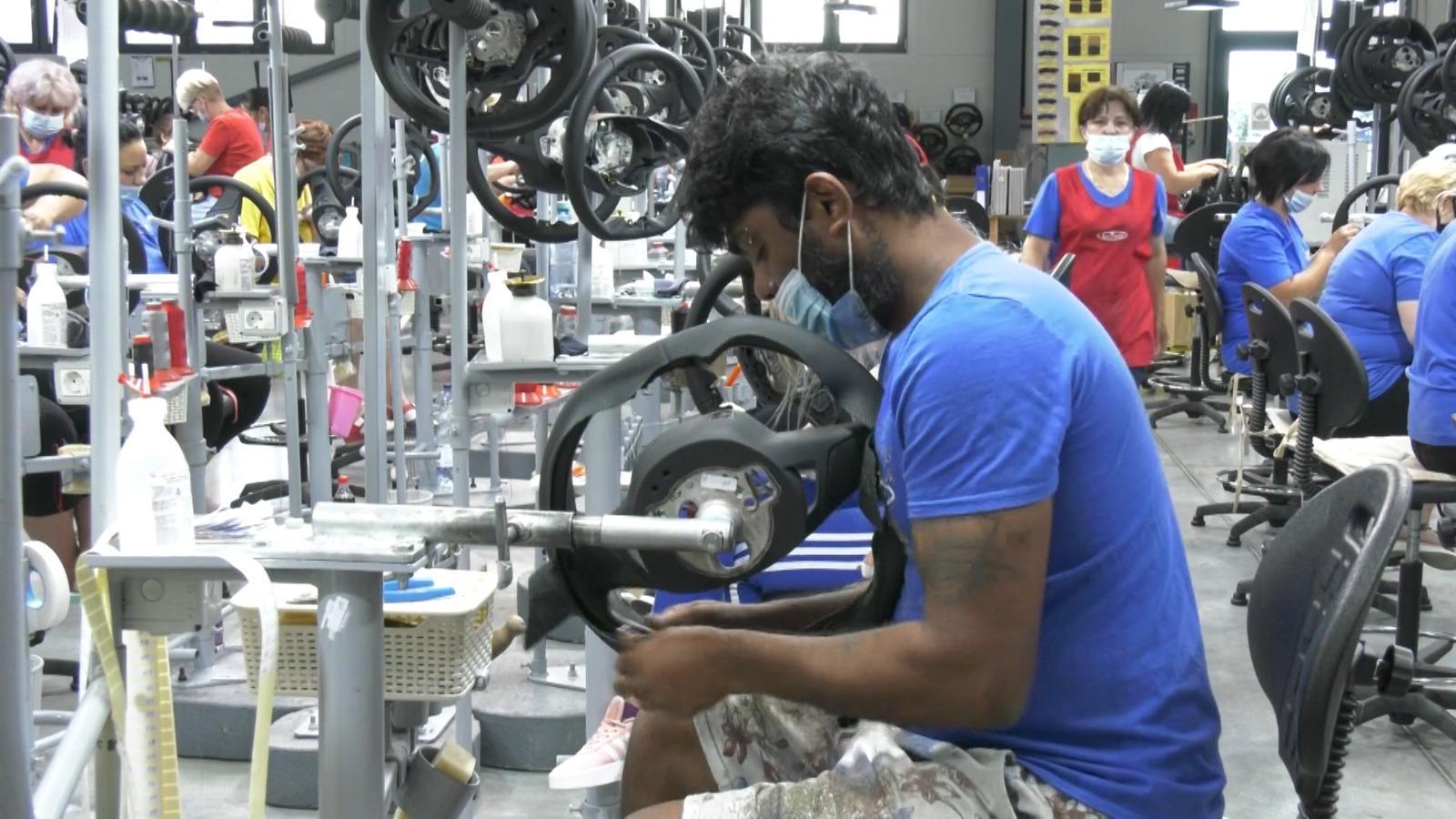 România importă angajaţi din Nepal, Sri Lanka sau Vietnam. Tinerii preferă să plece în străinătate decât să muncească la o firmă din ţară