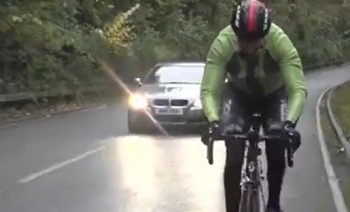 Evoluţia tehnologiei asigură mai multă siguranţă în trafic. Ce gadgeturi pot folosi bicicliştii pentru a pedala mai relaxaţi