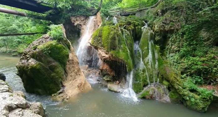 Cascada Bigăr din Parcul Național Cheile Nerei-Beușnița s-a prăbușit luni din cauze naturale, a anunțat Romsilva