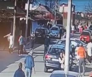 Momente de haos după ce șoferița cu Mercedes a intrat în plin în Mihaela și Raisa, fetele ucise pe trotuar