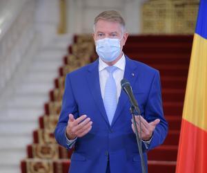 Klaus Iohannis a anunțat noi restricții de luni: masca obligatorie peste tot, noaptea ies doar vaccinații. Accesul la evenimente, numai cu certificatul verde | Toți elevii intră în vacanță