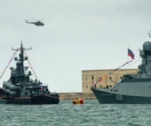 Rusia anuntă că un avion de luptă a aruncat patru bombe pentru a descuraja un distrugător britanic în Marea Neagră. Marea Britanie neagă incidentul
