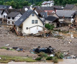 Ciclonul care a făcut prăpăd în Europa de Vest a ajuns aproape de România. Unde vor lovi furtunile