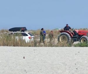 Un turist român, care a intrat cu mașina pe plaja din Halkidiki și a rămas blocat, a fost scos de soldați