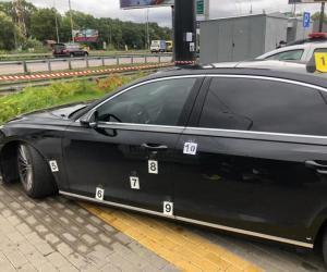 Tentativă de asasinat în Ucraina: maşina celui mai apropiat consilier al preşedintelui Zelensky, ciuruită de gloanţe. Poliţia a declanşat vânătoarea în Kiev